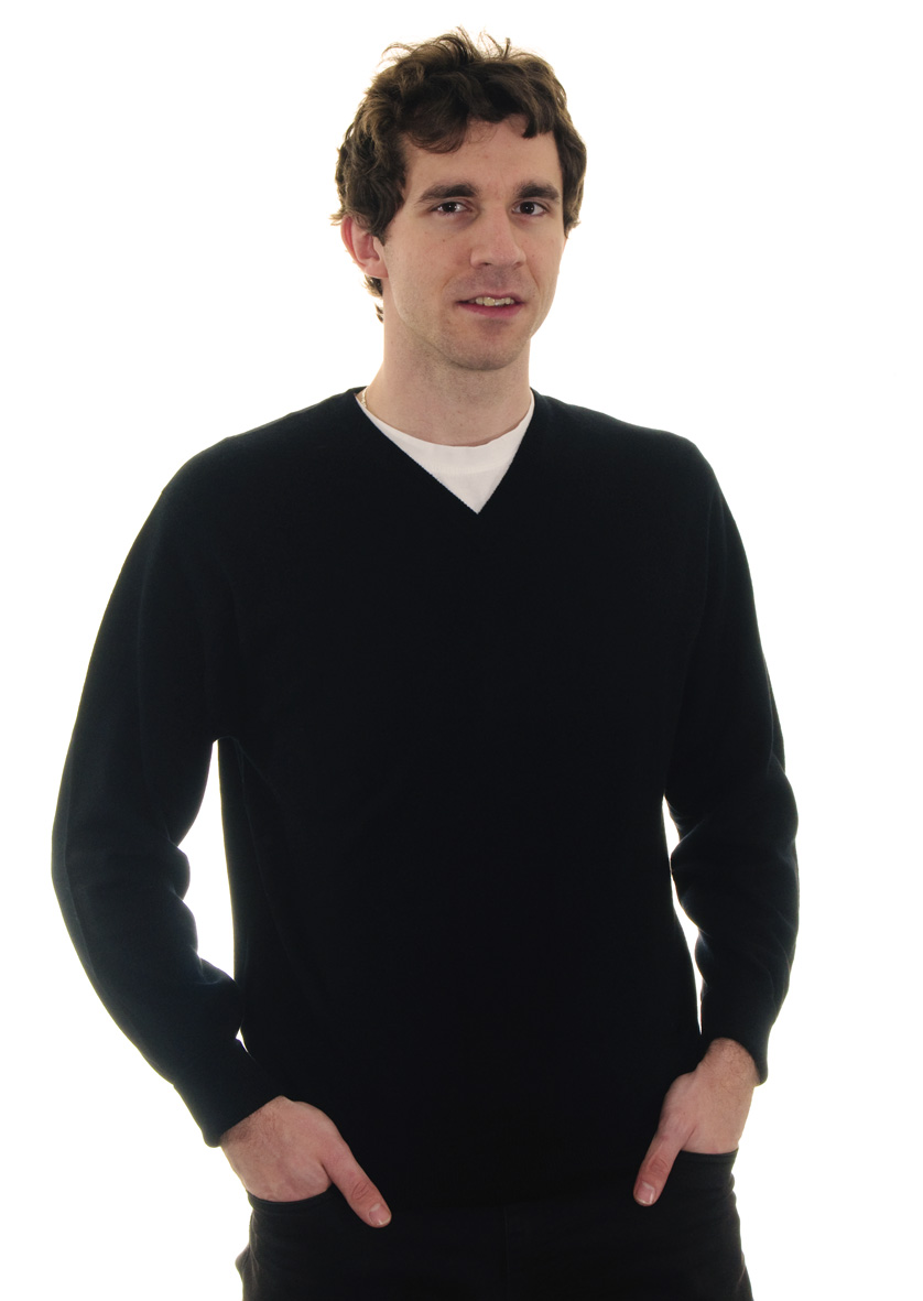 3ec8c9941bf Pánský černý kašmírový svetr s výstřihem do V