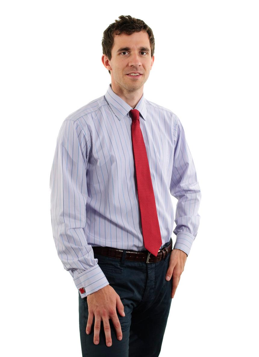 Pánská košile je dnes jednou z nejrozšířenějších součástí pánského šatníku.  Nosí se k obleku do práce či na jednání bb6c6bd3ec