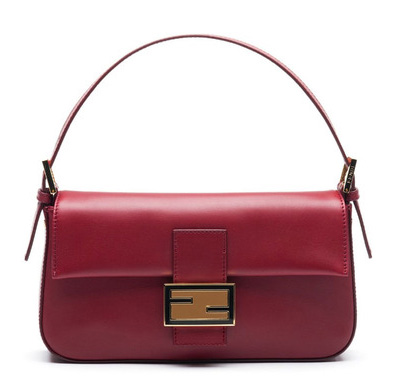 Fendi Baguette je relativně malá kabelka b66cb01ecb0
