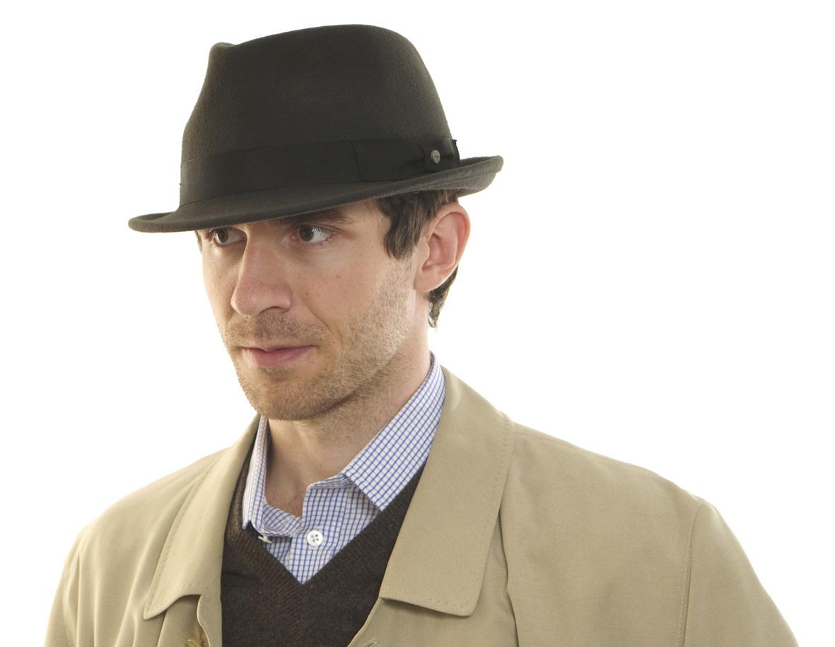 113f5473221 Klobouková etiketa pro muže – pravidla chování při nošení klobouku ...