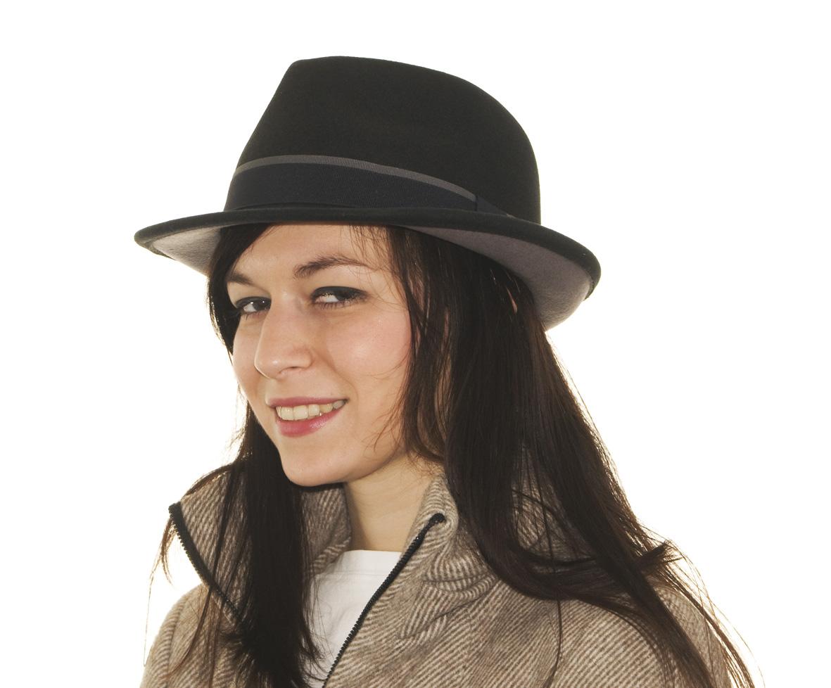 Stetson Woburn je elegantní a noblesní klobouk typu trilby z vlněné plsti v  temně modré barvě. Klobouk je pozoruhodný tím 6abf03a806