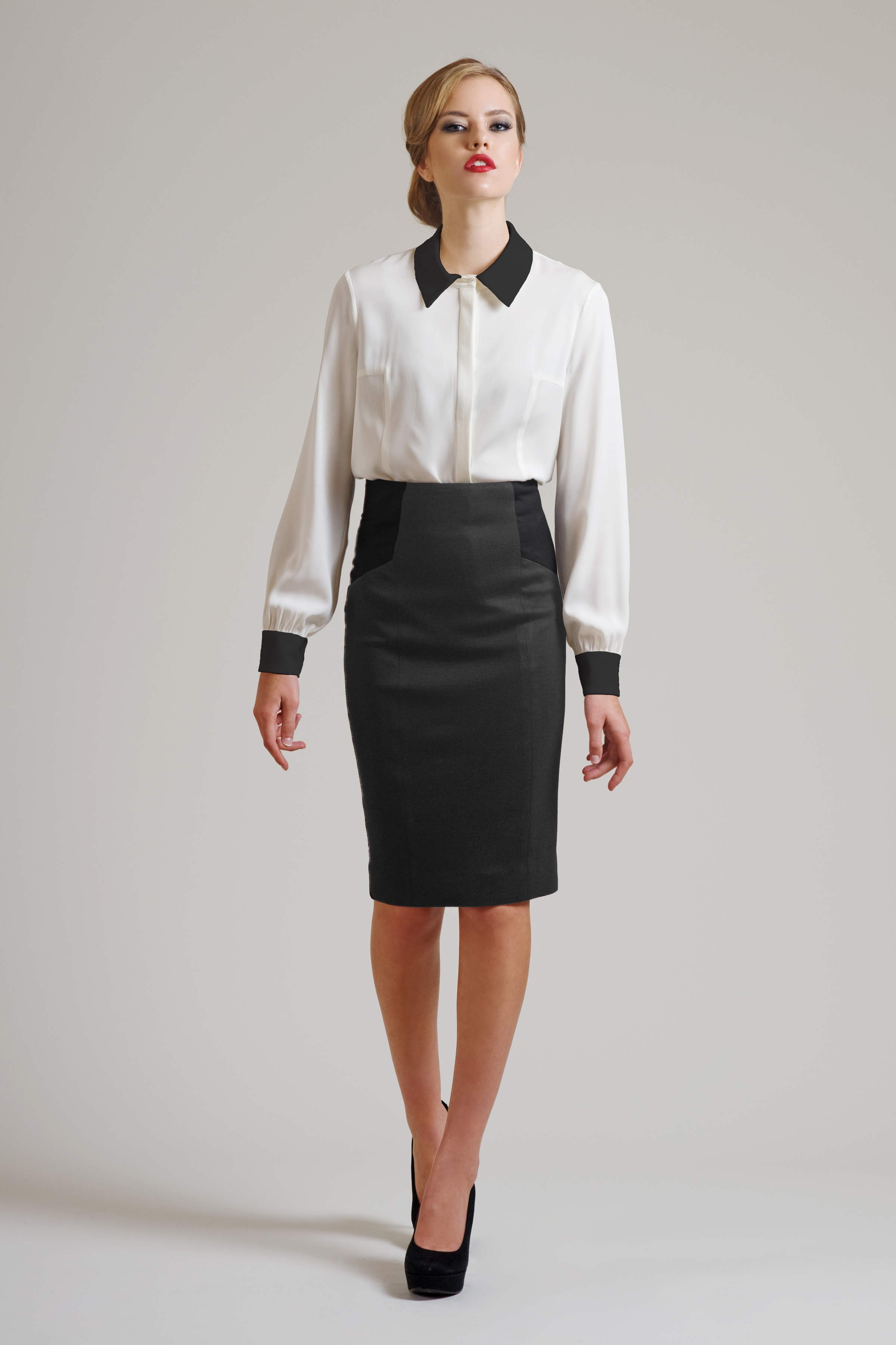 87dd3d36e252 K sukni či kalhotám se nosí halenka nebo košile. I halenka může být v  širším spektru barev a může být i decentně vzorovaná.