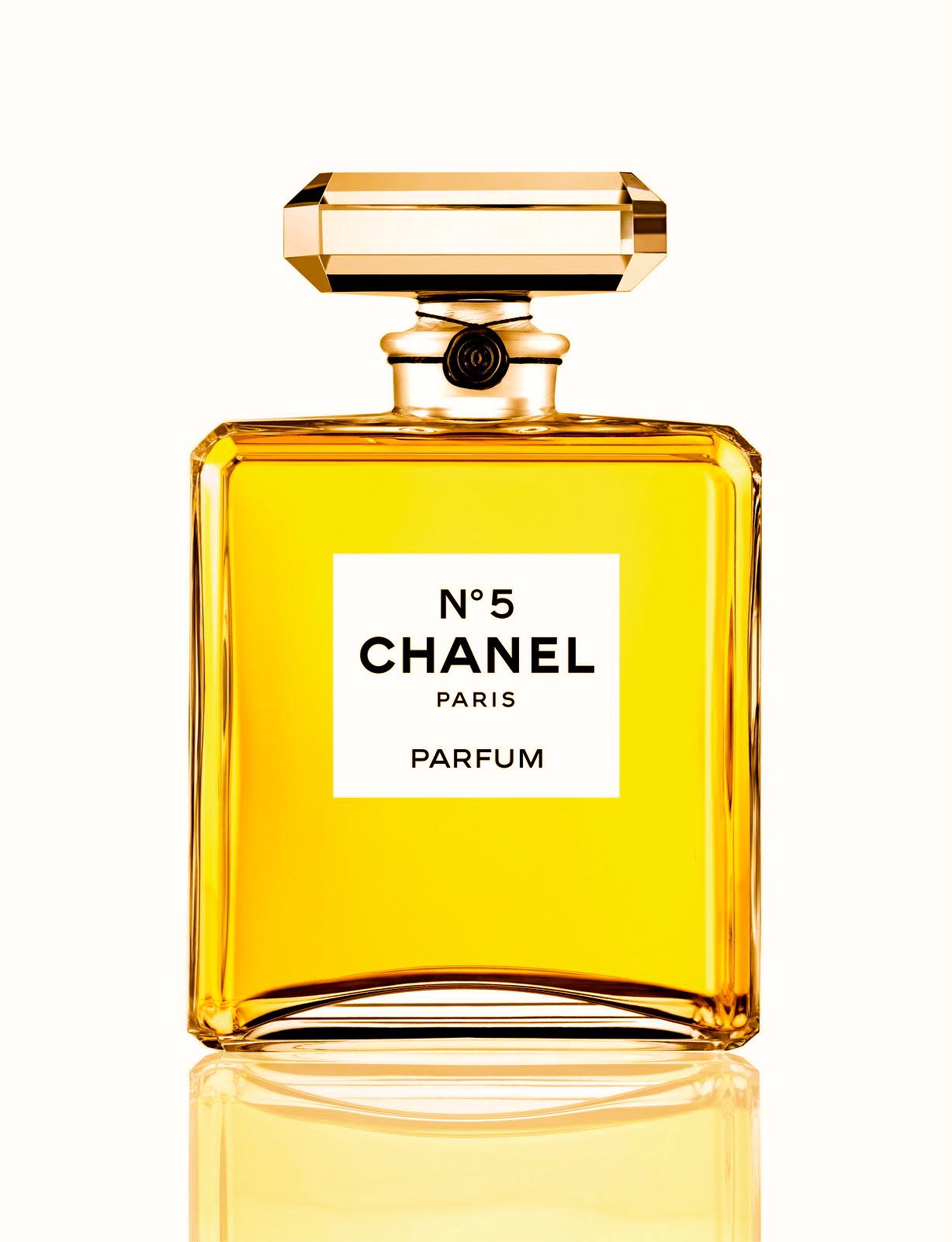 2703c54fbd Chanel No. 5 je nejznámější vůní na světě. Jedná se o elegantní