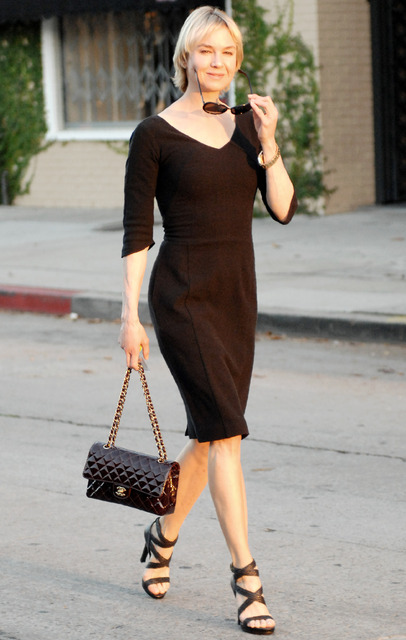 Renee Zellweger s kabelkou Chanel 2.55 cc4415960be