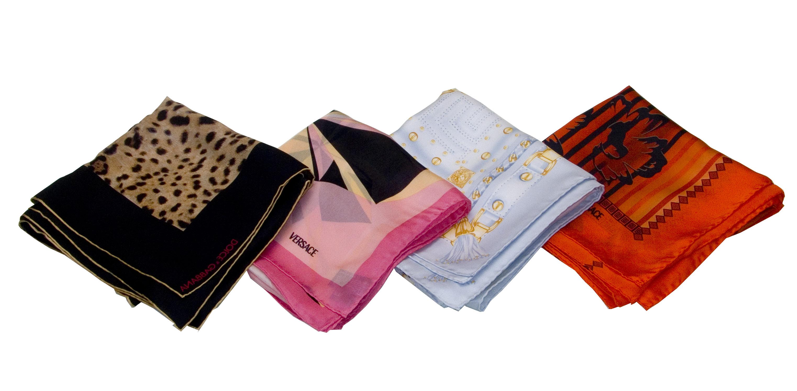 Značkový šátek – doplněk každé ženy  0707b4af65